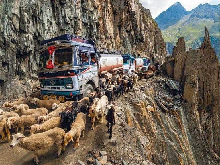 10 ख़तरनाक भारतीय सड़कें 8