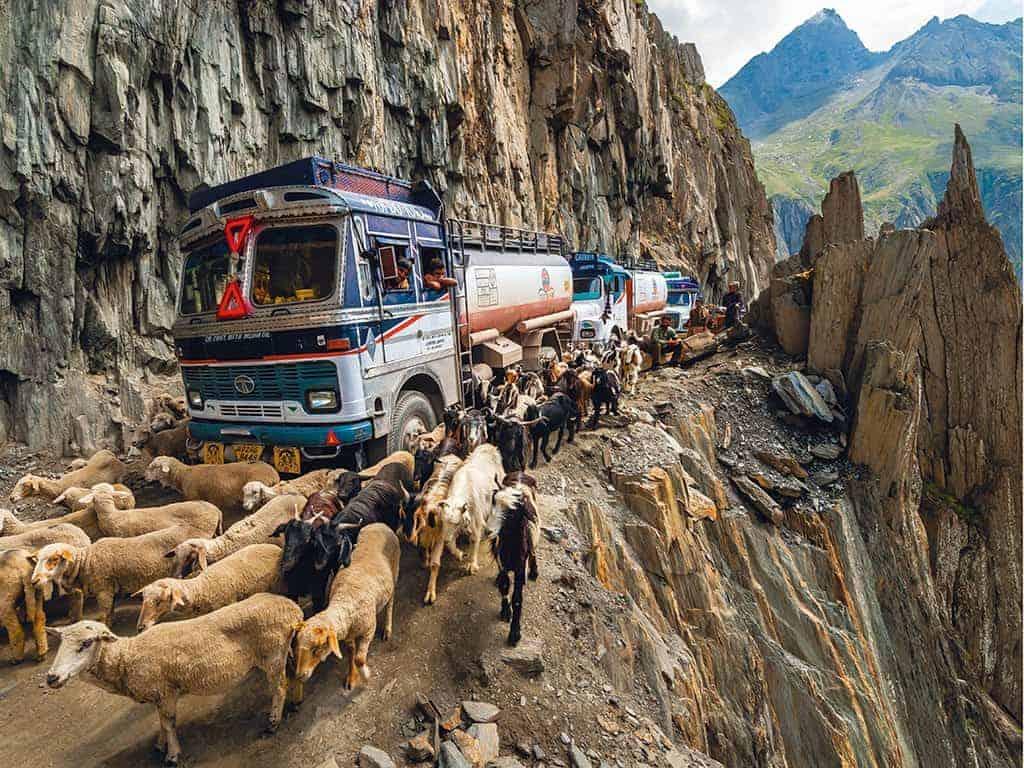 10 ख़तरनाक भारतीय सड़कें 1