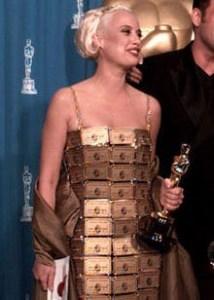 लिजी गार्डिनर की अमेरिकन एक्सप्रेस गोल्ड कार्ड ड्रेस। American Express Gold card dress of Lizzy Gardiner.
