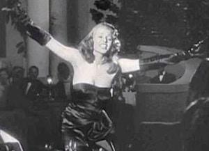 रीटा हयवर्थ की काली पोशाक। Black dress of Rita Hayworth.