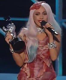 लेडी गागा की मांस की पोशाक। Lady Gaga's meat dress.